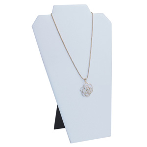 Necklace easel white