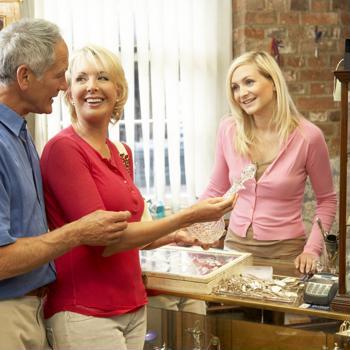 5 retail staff training tips to enhance customer engagement