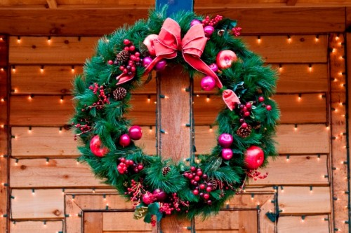 A guide to holiday decorations for retailers