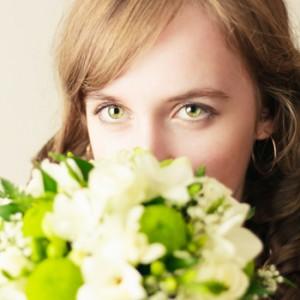 How can scent evoke feelings?