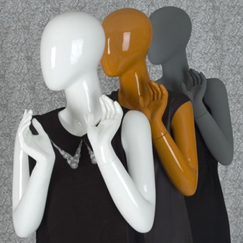 Creating complementary outfits for mannequins