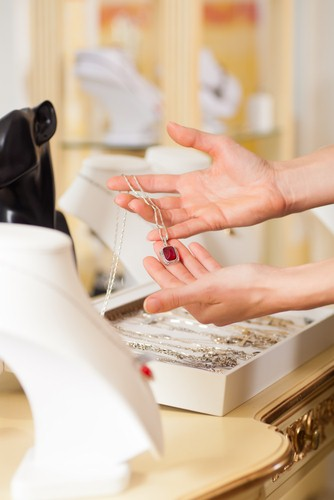 Create themed displays to sell more jewelry