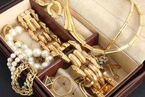 Jewelry retail needs for the holidays