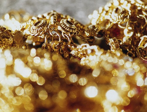 Silver and gold: Jewelry displays for the most wonderful time of the year