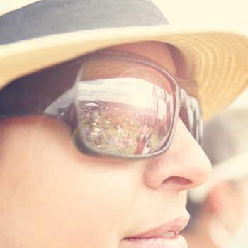 Why glass cases are ideal for displaying sunglasses