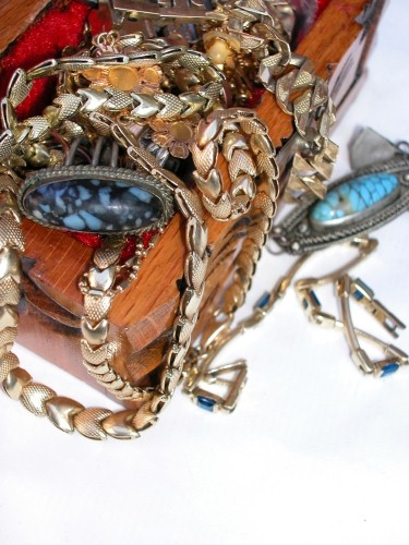 Taking a rustic approach to jewelry displays